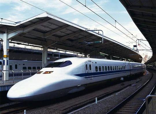 马哈迪临时改变行程计划体验中国高铁