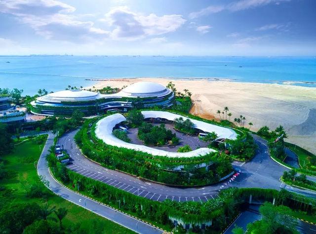 第一天:香港---新加坡 SQ861( 15:45-19:35) ——在指定时间和地点集中,由专职人员办理登记手续 ——乘坐航班飞往新加坡 ——到达新加坡机场,由专人接机 ——前往餐厅享用晚餐 ——前往【克拉码头游船】 ——游览新加坡最著名的标志性建筑【鱼尾狮公园】    ——外观:滨海艺术中心(榴莲壳)、莱佛士登岸遗址、林谋盛民族英雄纪
