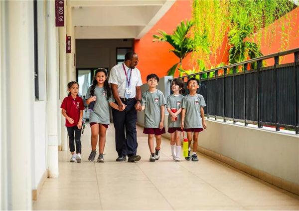 嘉德圣玛丽森林城市国际学校的老师与学生