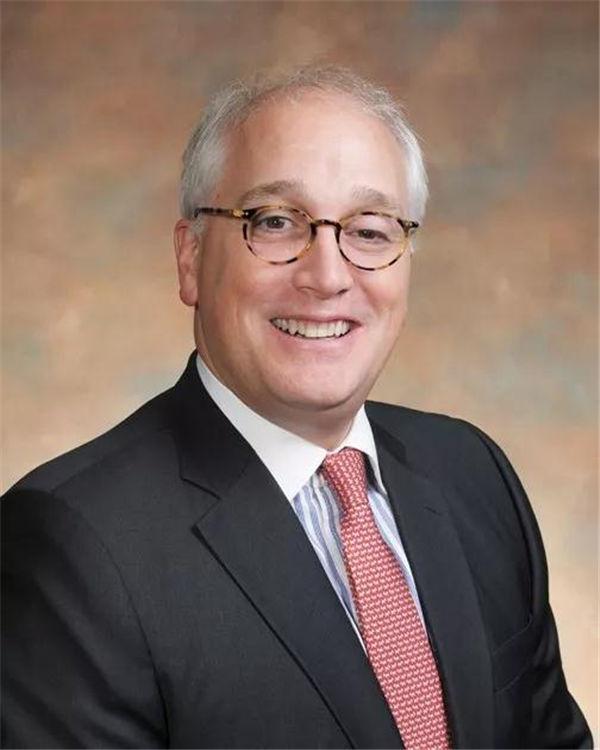 嘉德圣玛丽森林城市国际学校校长馬龍戈博士